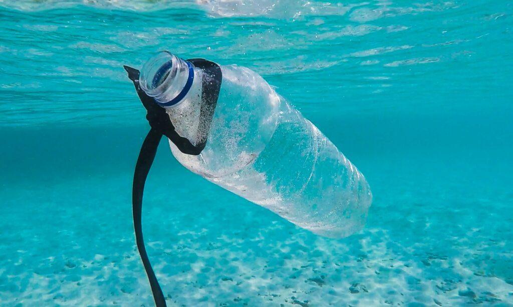 """Basta plastica! """"Soluzioni in due minuti"""" per fare davvero la differenza - Apoteca Natura"""