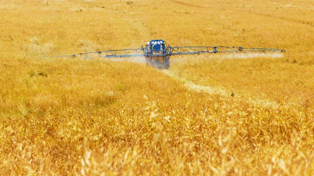 Il nemico invisibile: difendersi dal pericolo quotidiano dei pesticidi - Apoteca Natura